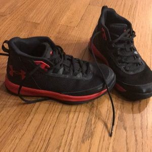 Under armour basketball shoes youth size 3